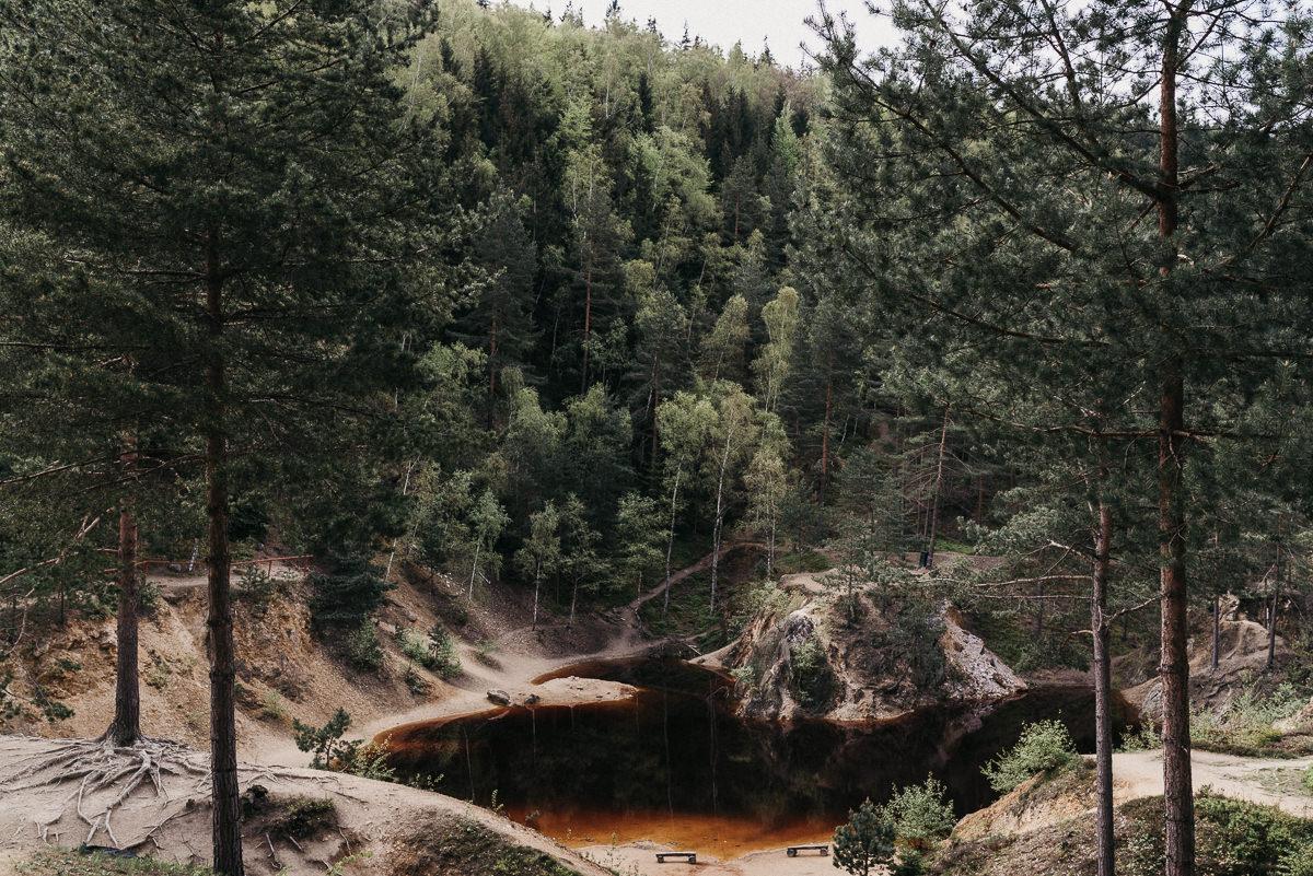 Widok na Kolorowe Jeziorka w Rudawach Janowickich
