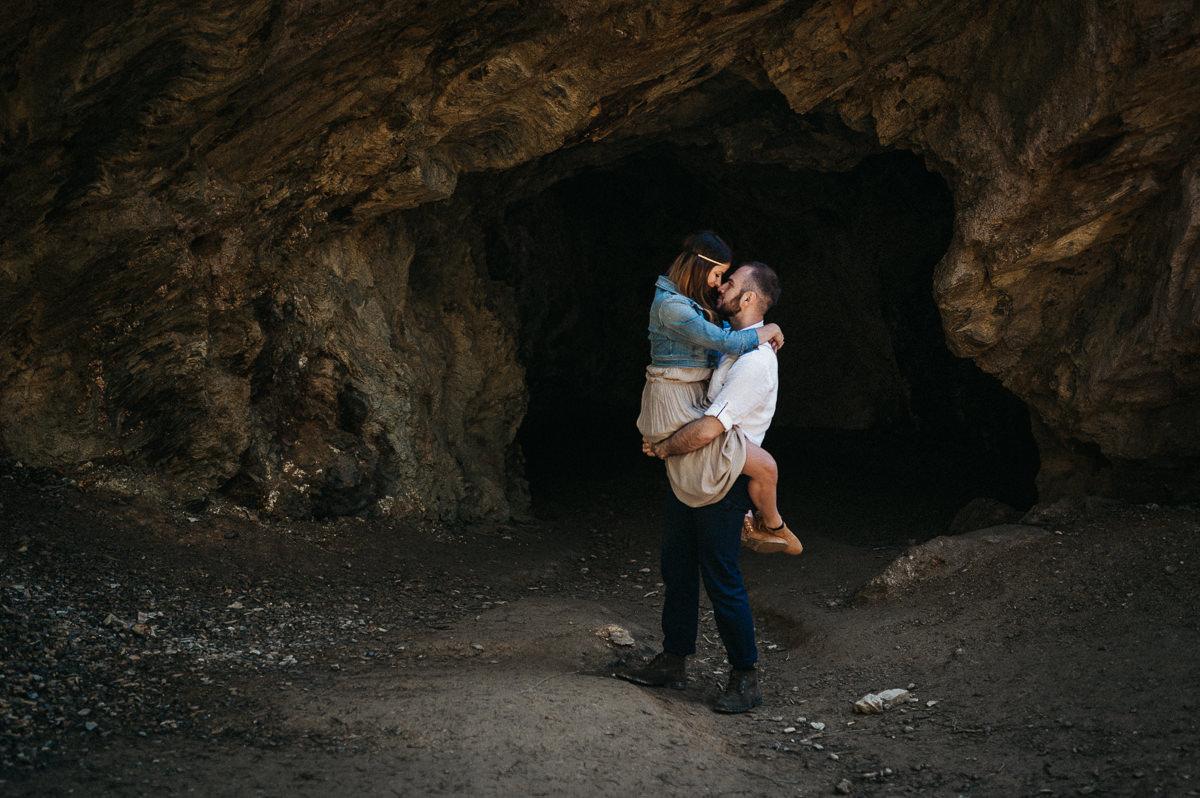 Sesja narzeczenska boho w gorskiej jaskini