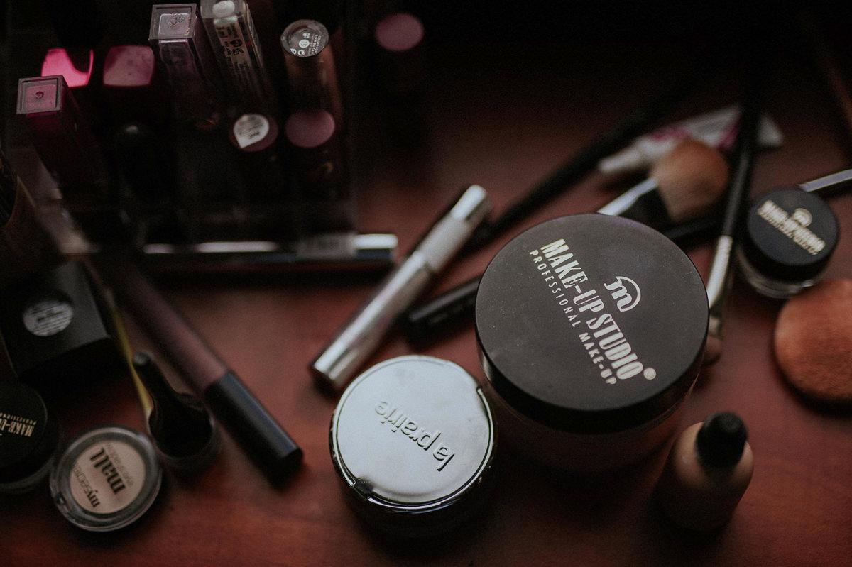 Pedzle i kosmetyki do makijazu slubnego