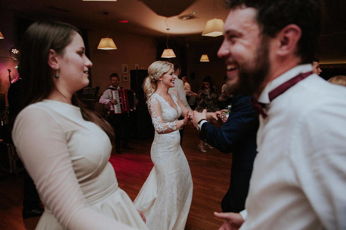 Swietna zabawa na sali weselnej